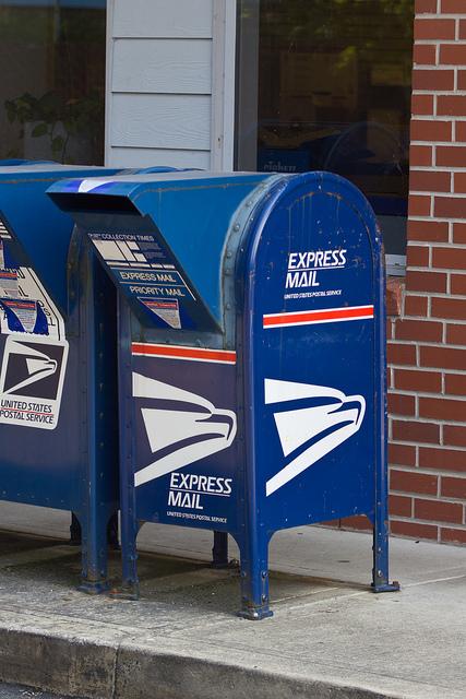 미국 우체국에서 거리에 설치해놓은 드랍 박스 (Drop box)