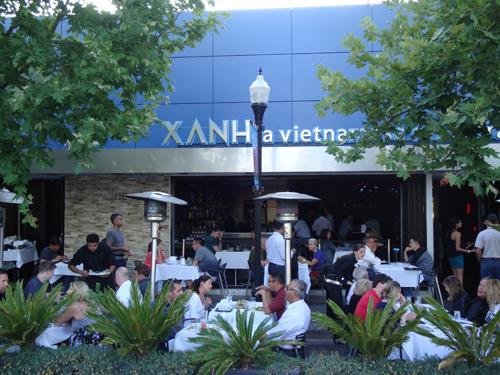 마운틴 뷰 다운타운에 위치한 베트남 퓨전 레스토랑, Xanh