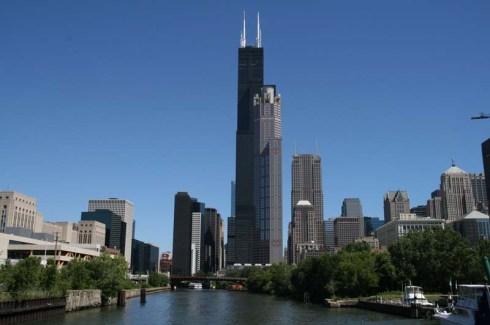 시어즈 백화점의 성공을 상징하는 시카고 시어즈 타워 (지금은 윌리스 타워로 이름이 바뀌었다)