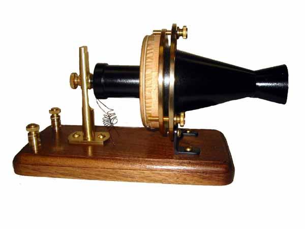 벨이 발명한 전화기, '센테니얼(Centennial)'