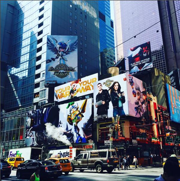 뉴욕 타임 스퀘어에 뜬 컴투스의 서머너즈 워(Summoners' War) 광고